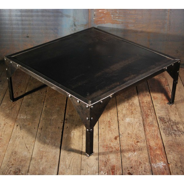 Table basse industrielles design acier rivet e rivets for Table basse acier noir