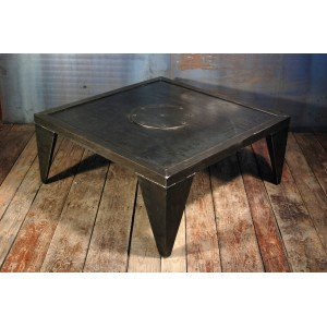 Table basse industrielles design acier rivet e rivets for Table basse style usine