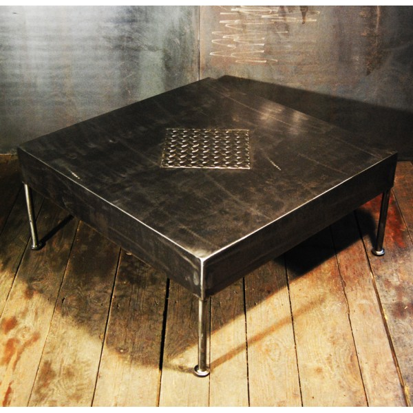 table basse style industriel design acier rivet e rivets tables basses b ton cir roulettes. Black Bedroom Furniture Sets. Home Design Ideas