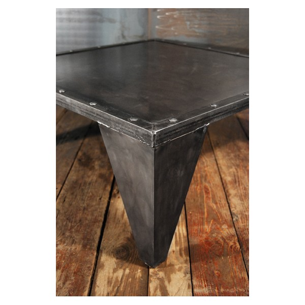 table basse industrielles design acier rivet e rivets. Black Bedroom Furniture Sets. Home Design Ideas