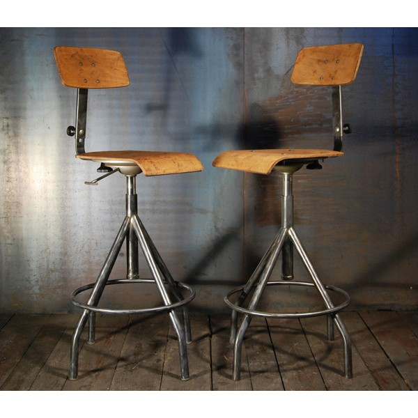 tabouret d atelier chaises d usine tabourets industriels tolix bi naise singer. Black Bedroom Furniture Sets. Home Design Ideas